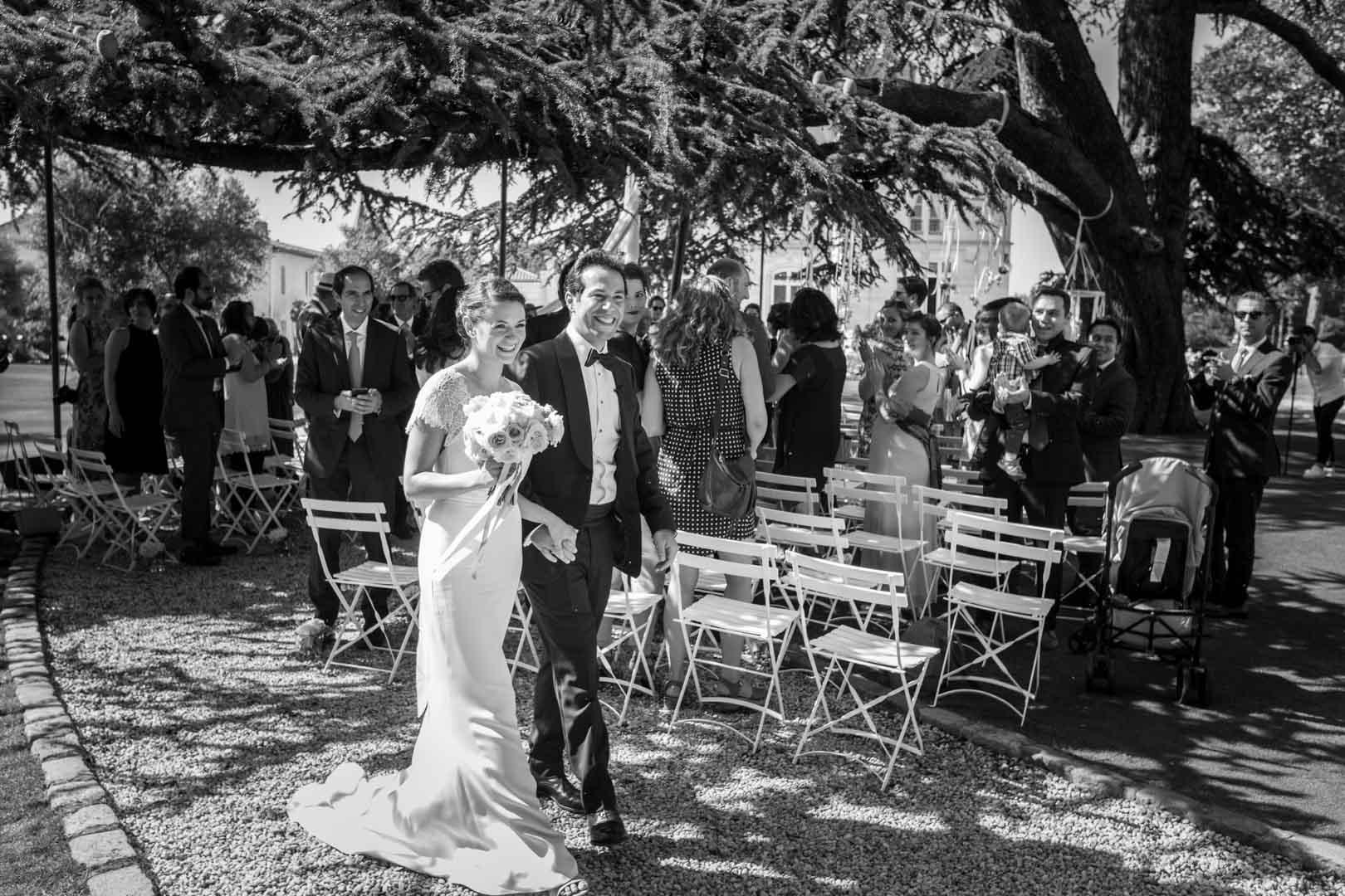 Les epoux au terme de la cérémonie de mariage.