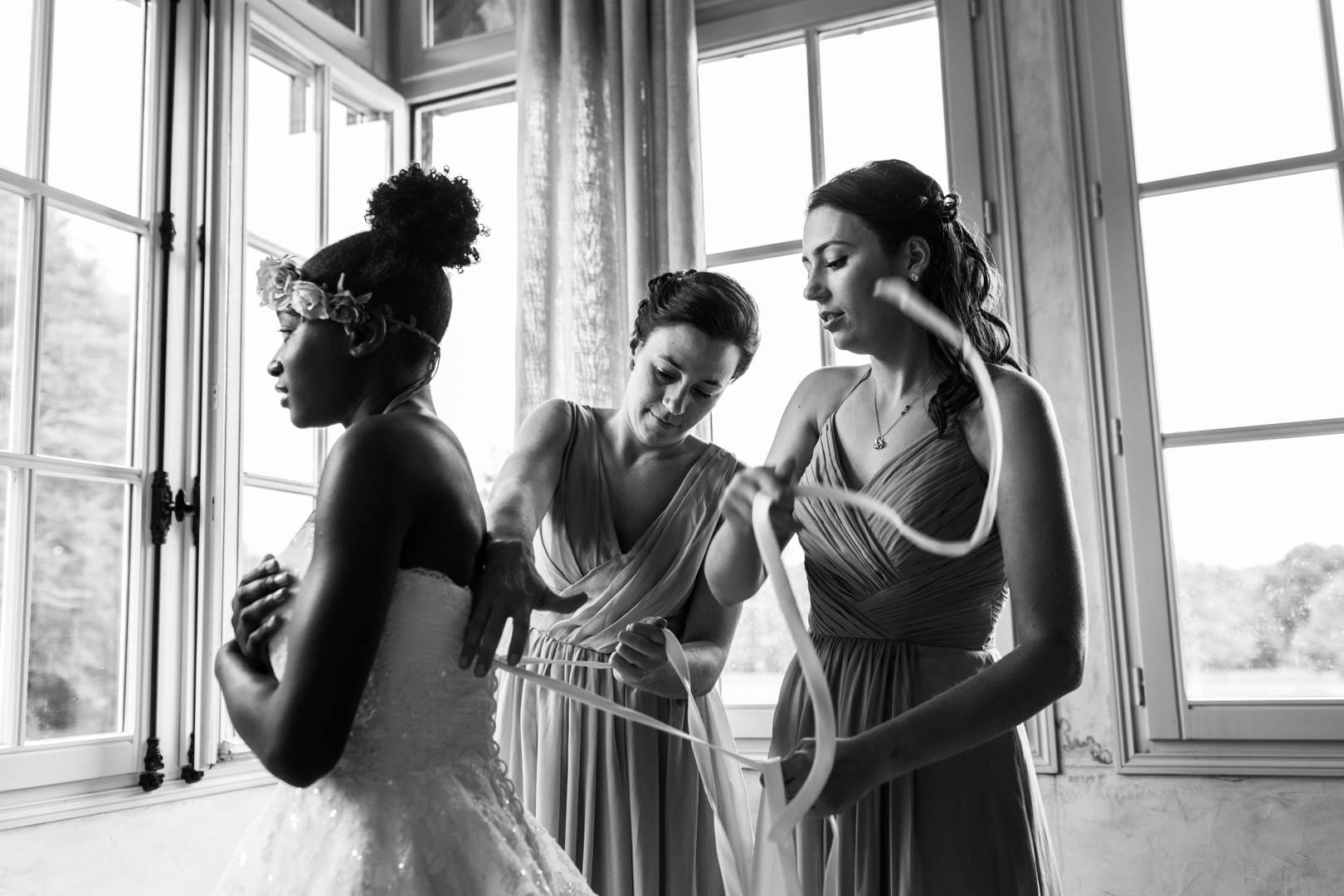 derniers ajustements sur la robe de la mariée (2)