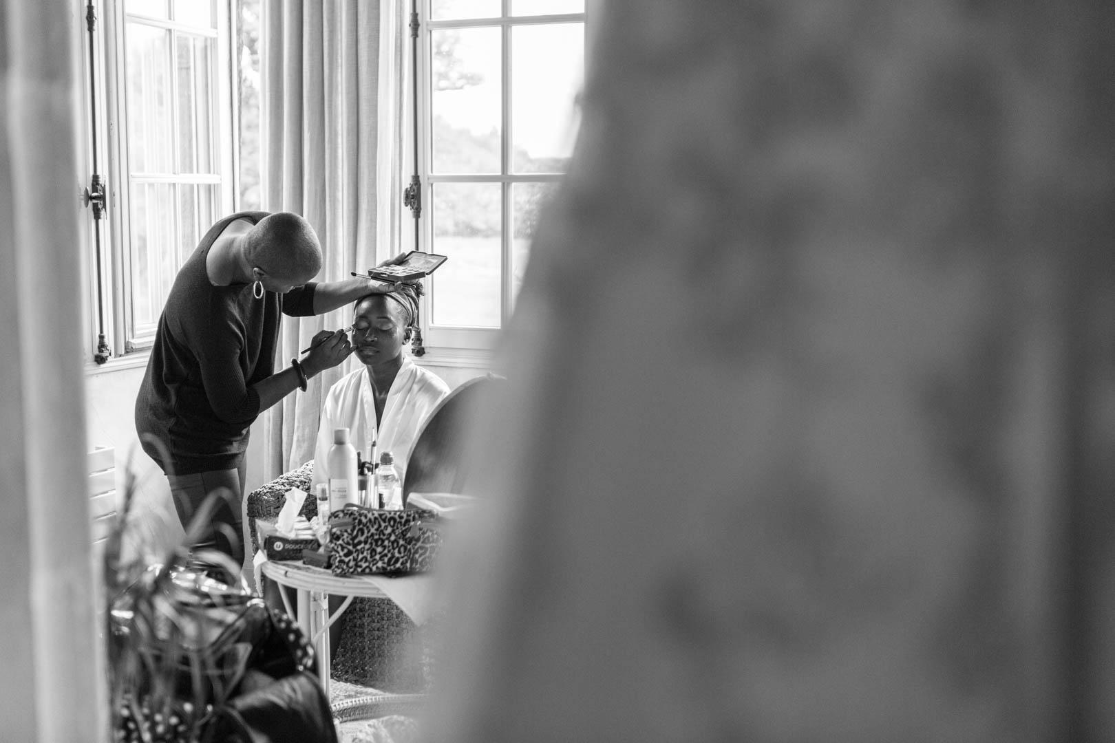 Session maquillage pour la future mariée au château de la verrerie