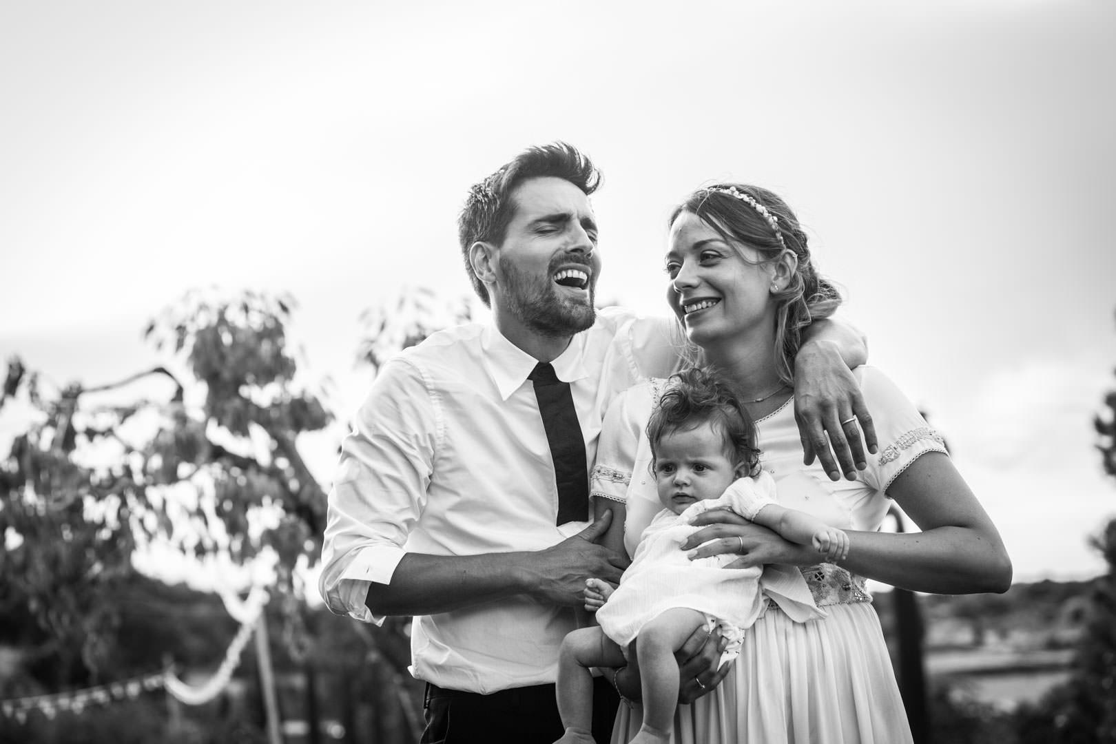 couiple-de-maries-avec-enfants-noir-et-blanc