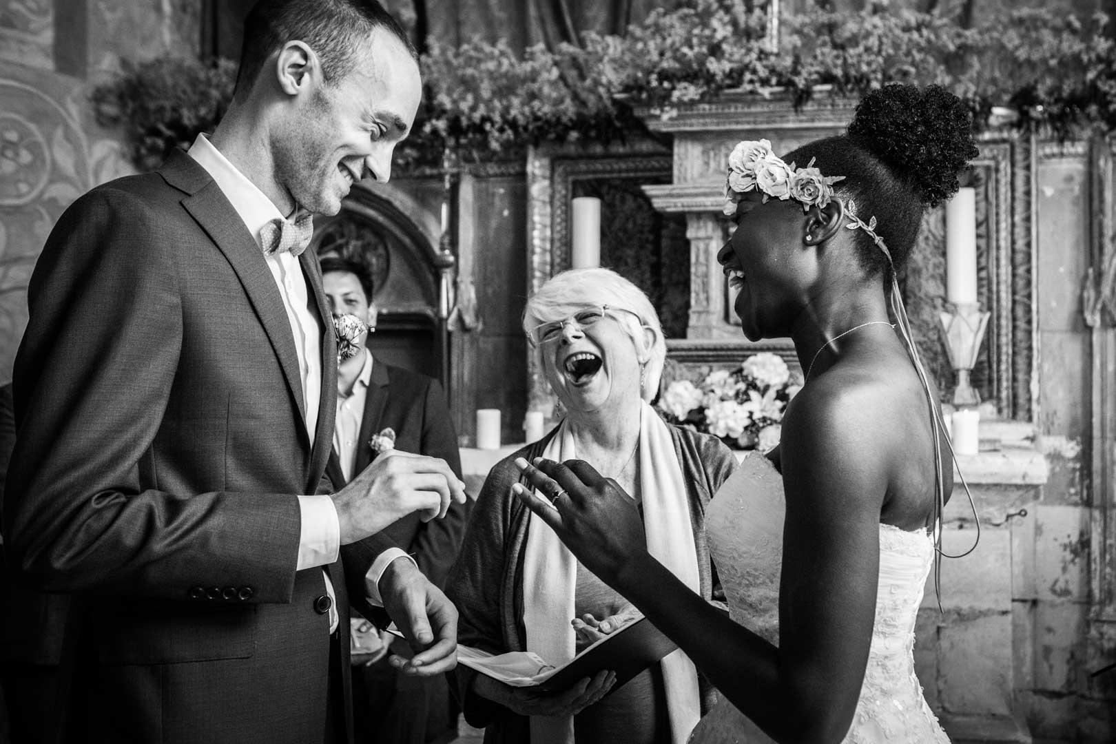 eclats-de-rire-pendant-le-mariage