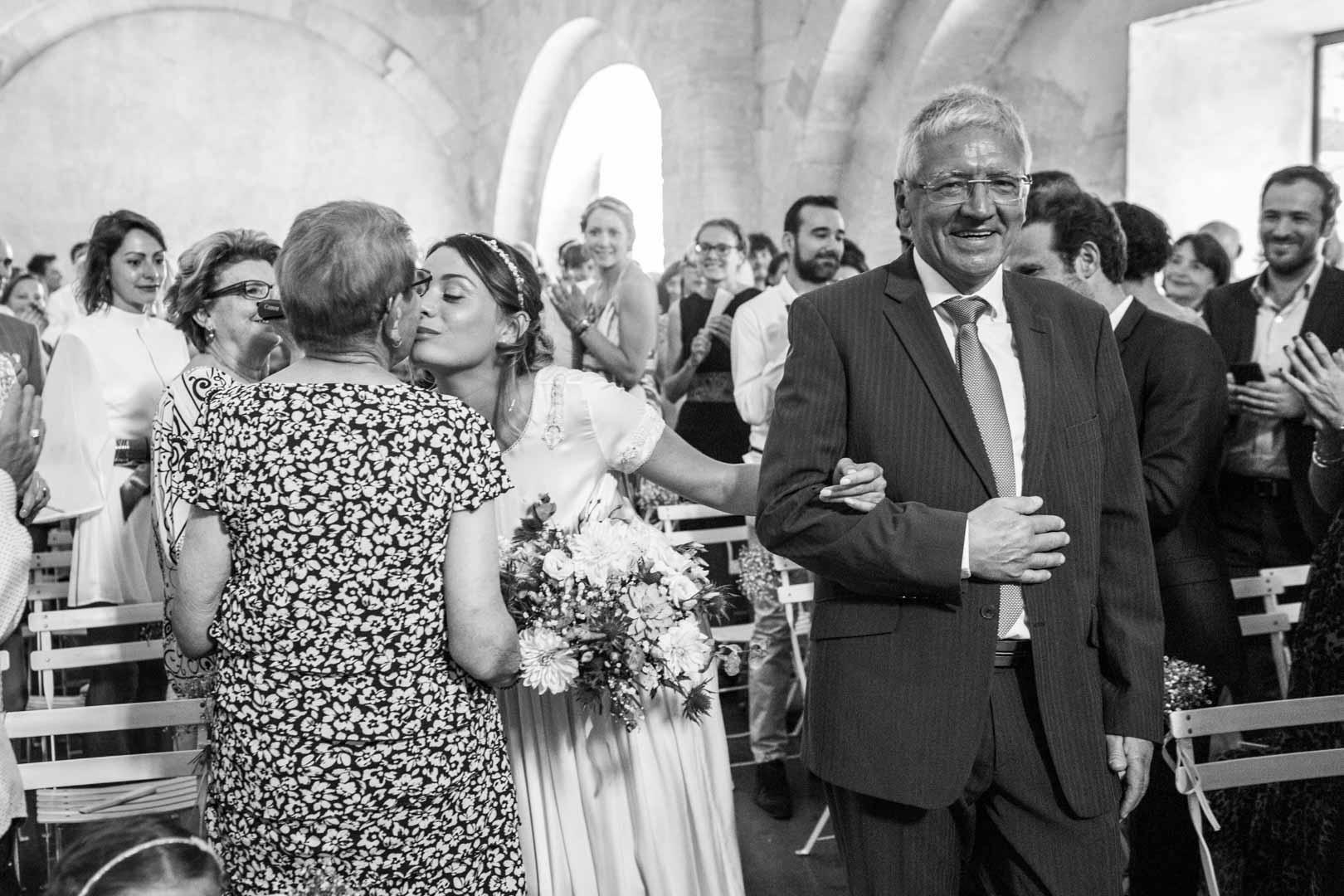 mariage-saint-eusebe-la-mariee-et-son-pere-noir-et-blanc