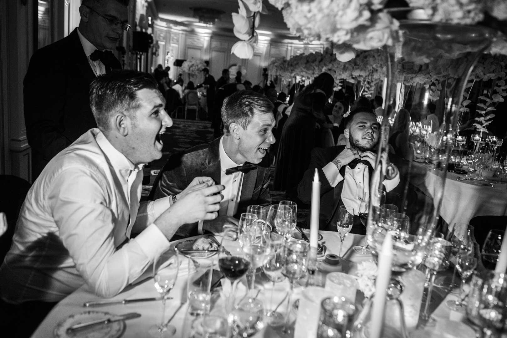 Photographie d'ambiance, mariage au Ritz. Photo noir et blanc