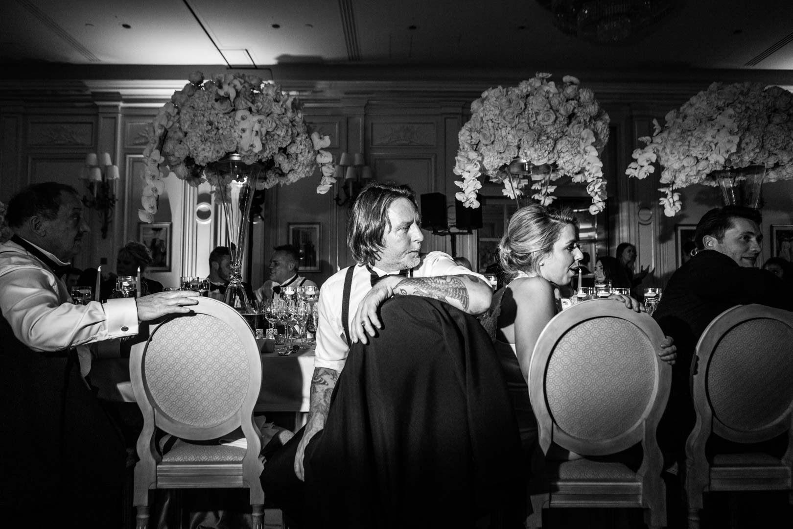 L'homme aux tatouages, mariage au Ritz. Photo noir et blanc