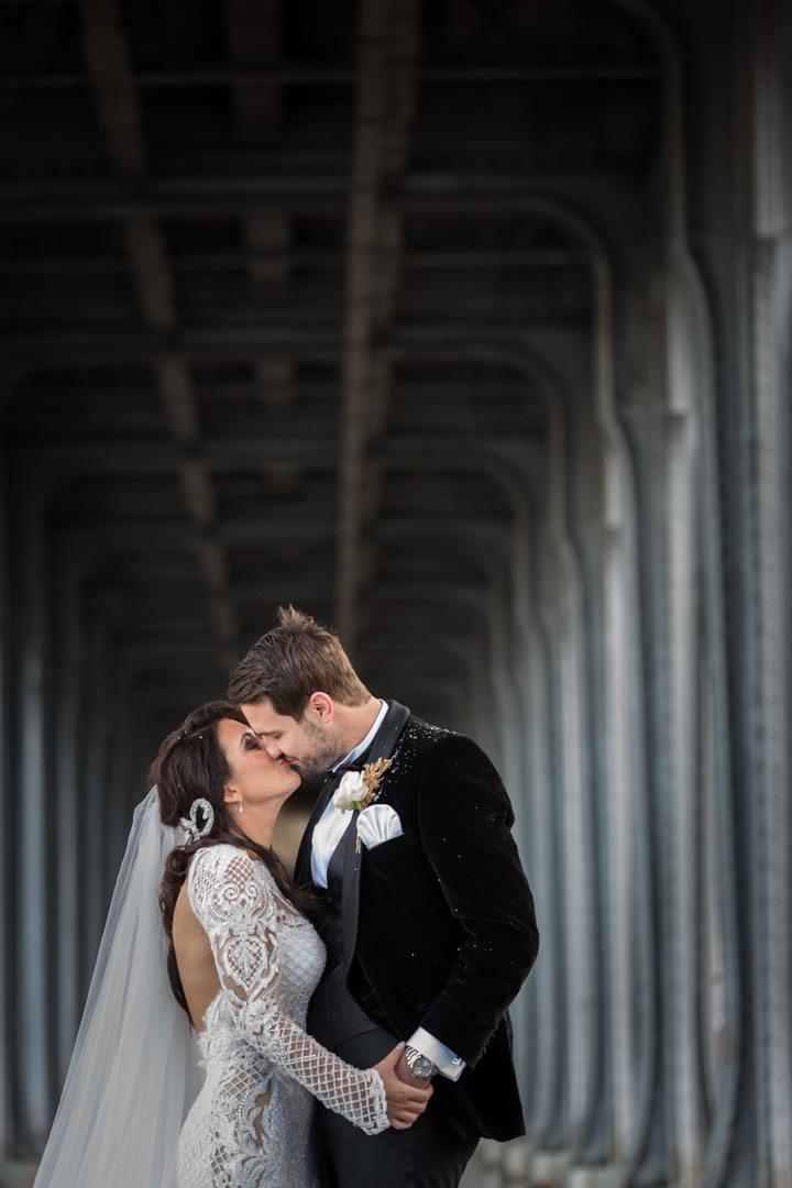 portrait-couple-mariage-rue-de-paris