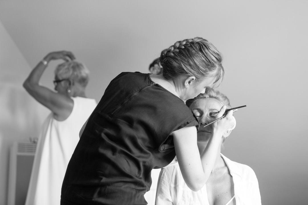Retouche maquillage pour Delpine avant son mariage à St Nazaire