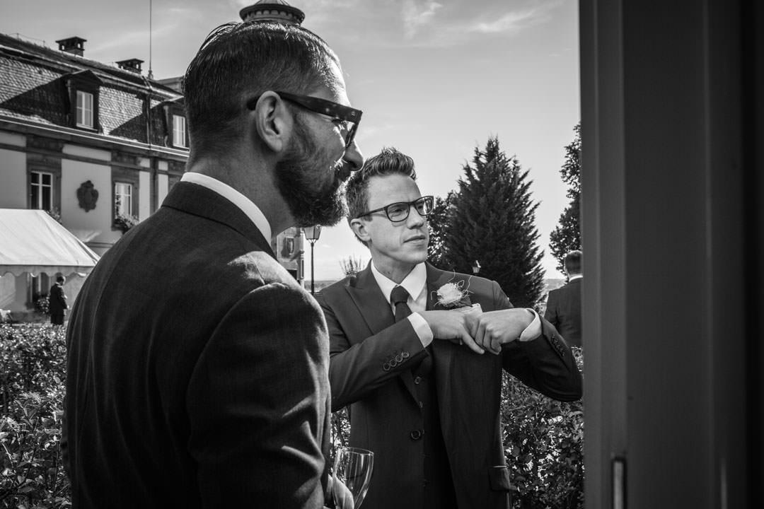 Deux hommes en costume. Photo noir & blanc