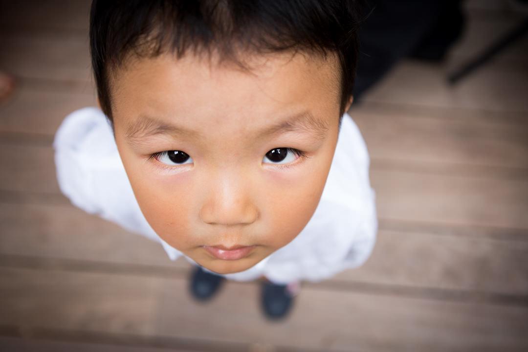 Un jeune garçon chinois vu d'en haut