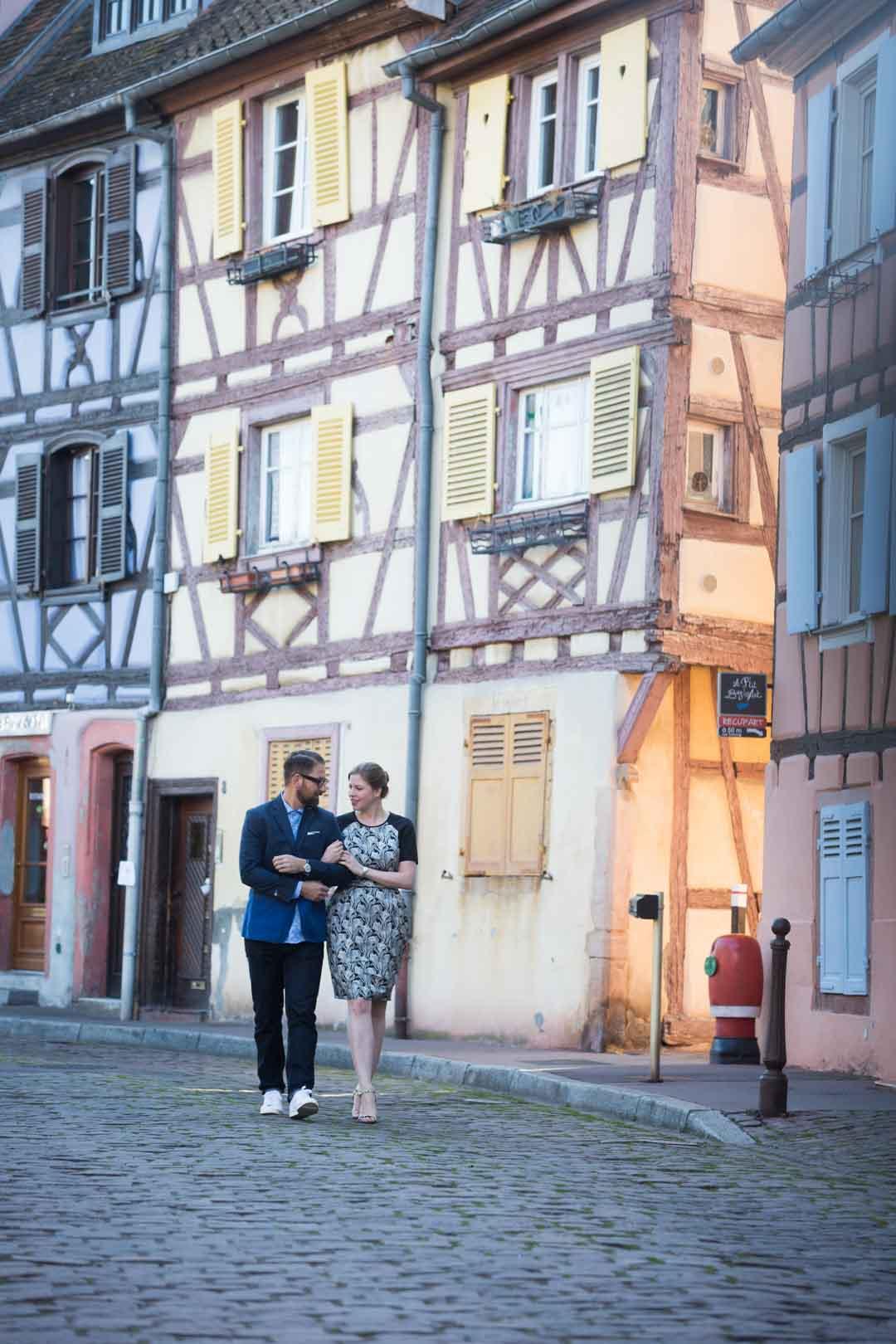 Photographie de couple dans les rues de Colmar - 4