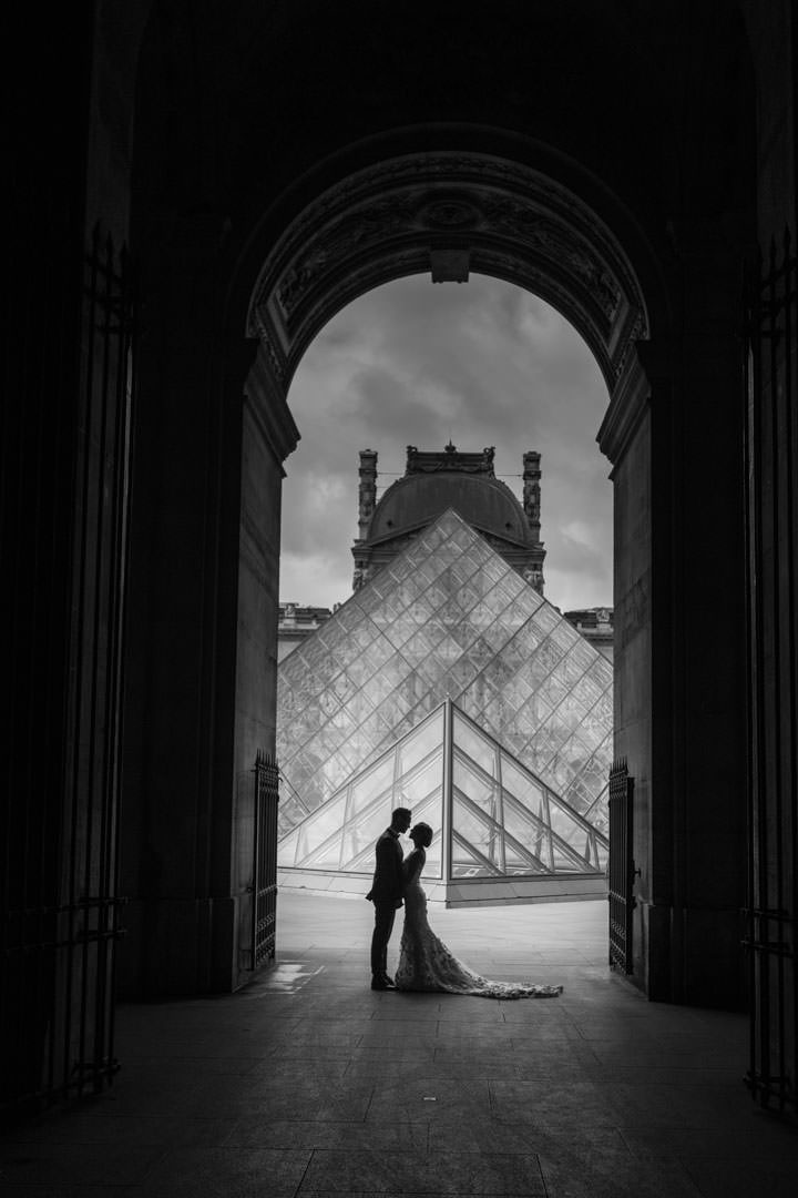 photo-couple-mariage-paris-louvre-3