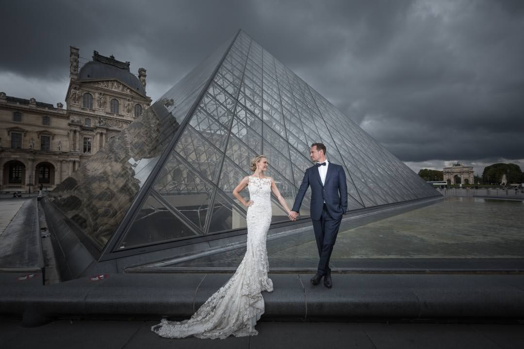 photo-couple-mariage-paris-louvre-4