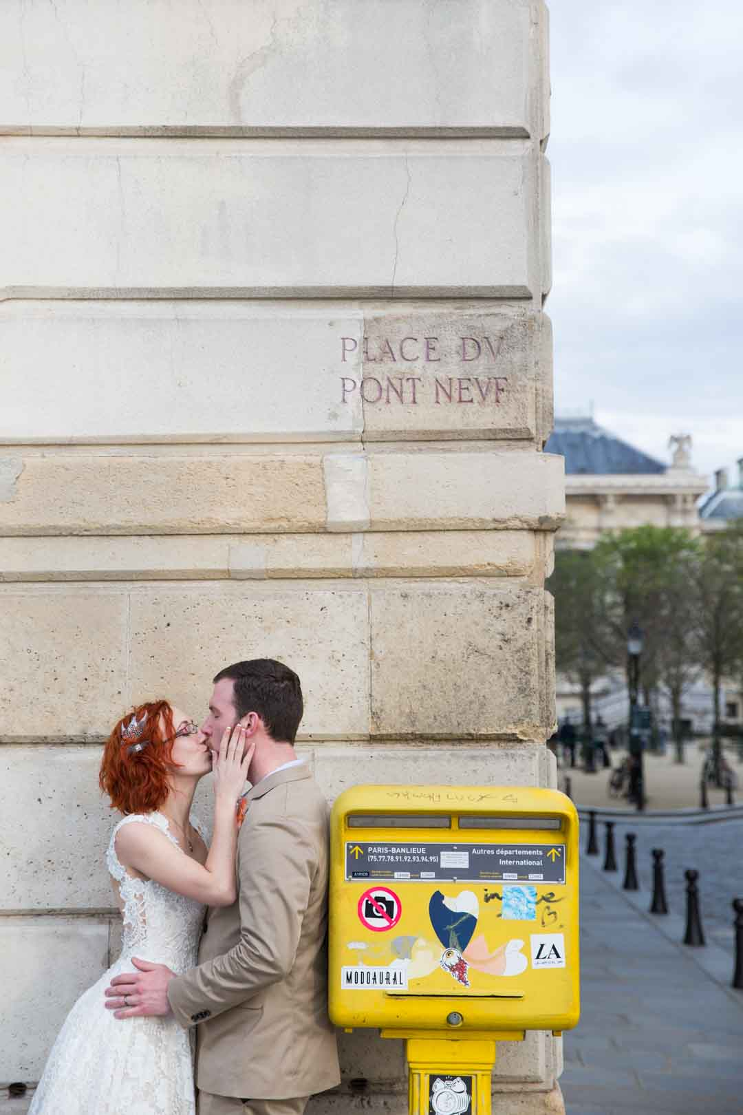 photo-couple-paris-pont-neuf