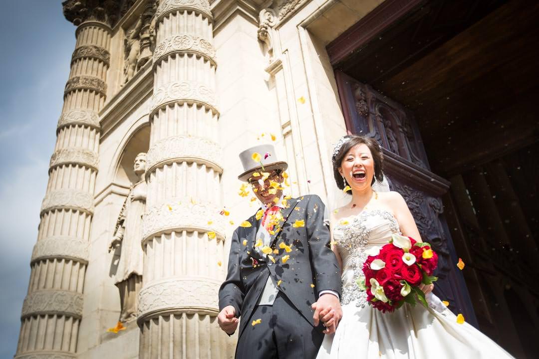 Les mariés à l'eglise saint etienne du mont à Paris
